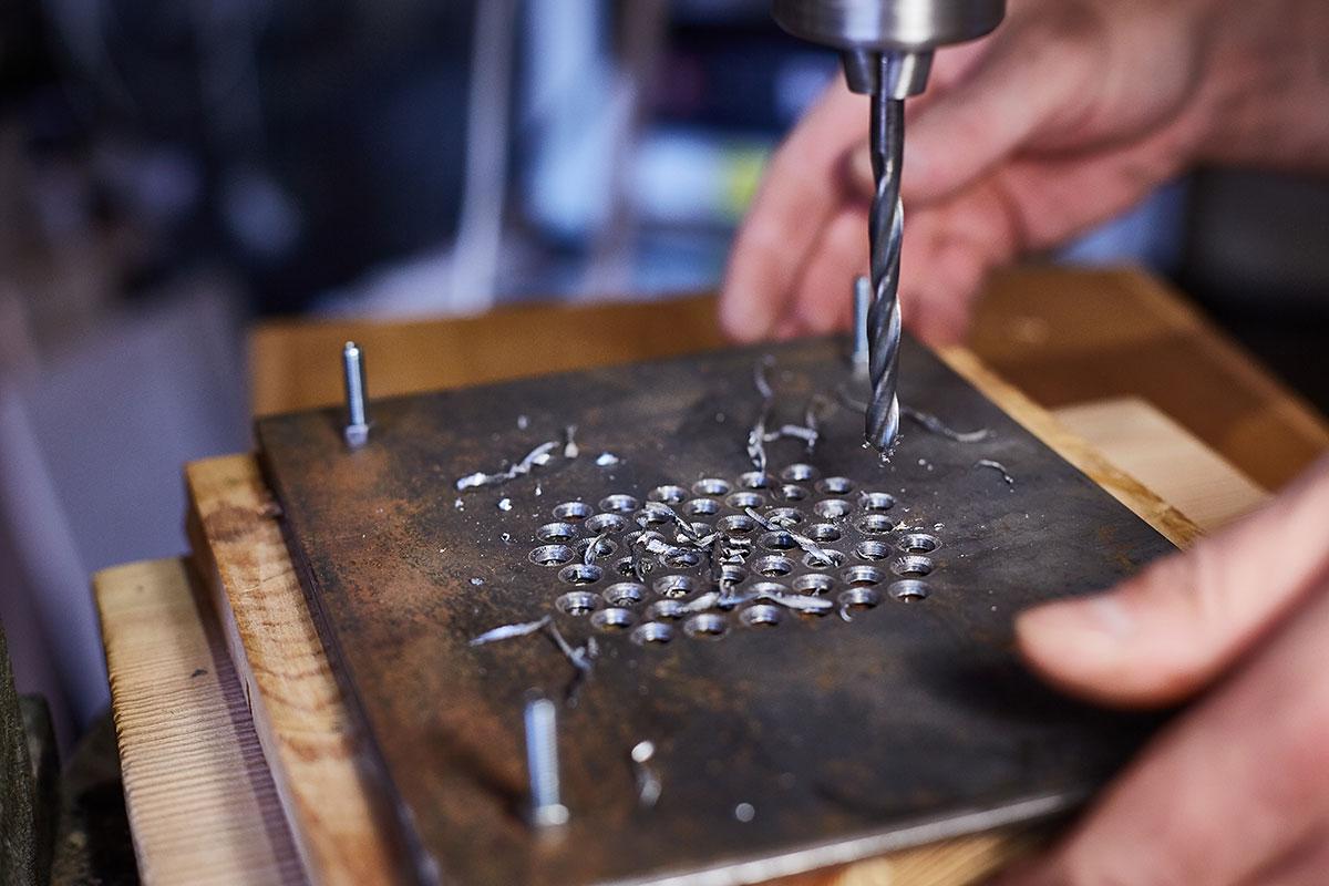 Lohnfertigung Bohrung  von Metall